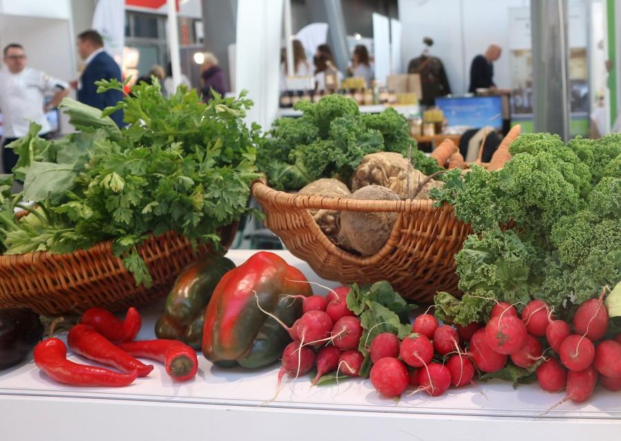 kosz, warzywa, ludzie